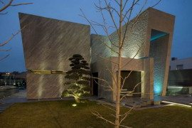 Magnificent and sculptural Open Box House