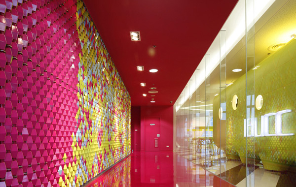 Bangkok University Creative Center 3 Colours encouraging communication: Bangkok University Creative Center (Video)