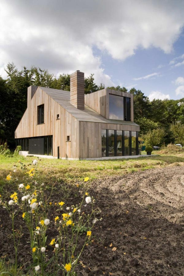 Chimney House Amazing residence designed by Onix around the use of chimneys