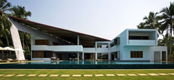 Cliff House 12 Contemporary asymmetrical residence overlooking the Arabian Sea Coast