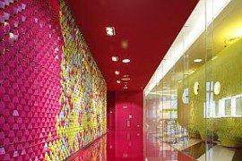 Colours encouraging communication: Bangkok University Creative Center (Video)