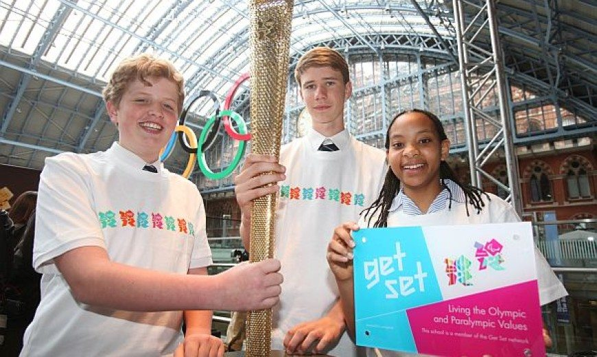London 2012 offers first look at Olympic Torch design