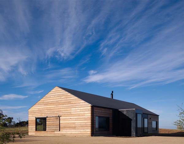 Hill Plain House Panoramic Australian Residence inspired by farmhouses: Hill Plain House