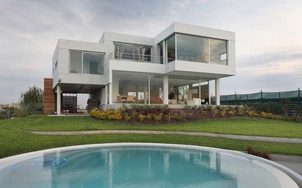 Casa del Cabo by Andr%C3%A9s Remy Arquitectos Exceptionally modern Casa Del Cabo overlooking the lake