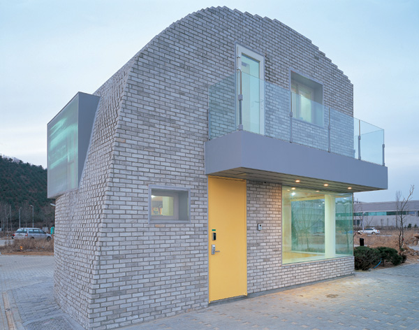 Pixel House Day care during daytime, residence at night: Pixel House