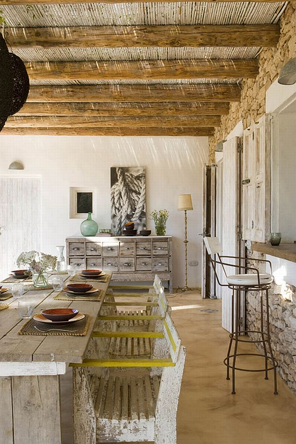 Rustic looking spectacular spanish house on formentera island for Spanish country houses