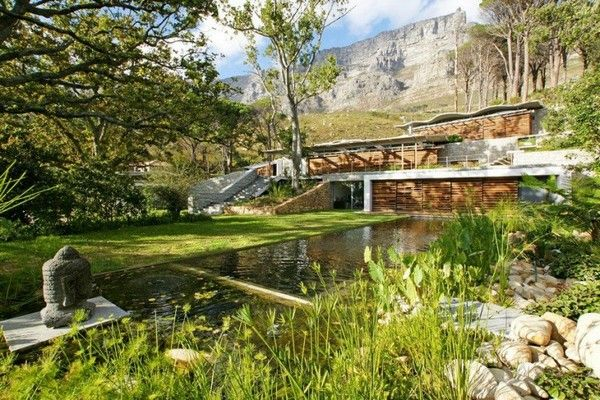 beautiful home1 Beautiful Mountain House Blends in With the Landscape