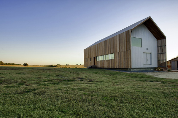 Barndominium LoJo 2 Fascinatingly simple and modern weekend retreat in Texas