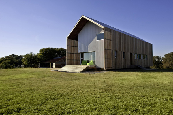 Barndominium LoJo Fascinatingly simple and modern weekend retreat in Texas