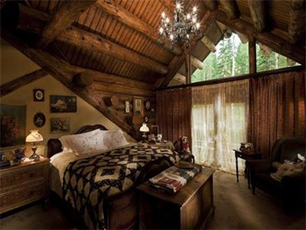Castlewood Manor 16