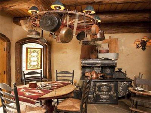 Castlewood Manor 7
