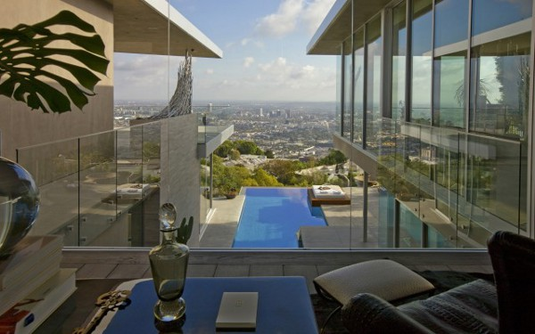 House-With-Spectacular-Downtown-City-Views-10
