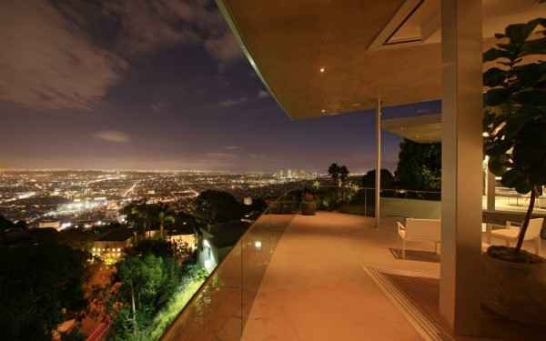 House-With-Spectacular-Downtown-City-Views-3