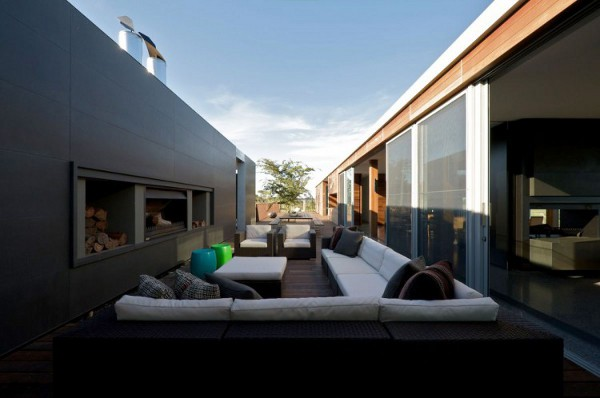 Shoreham house offers easy luxury for an extended family for Patios minimalistas