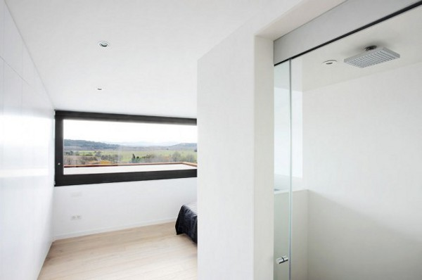 Spacious Step House Design in Narrow Plot Land 11