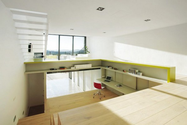 Spacious Step House Design in Narrow Plot Land 3