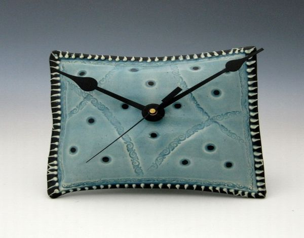 pillow_shaped_ceramic_wall_clock (2)