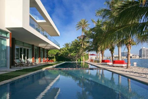 waterfront home in Miami Beach 2 Fascinating waterfront residence in Miami Beach, Florida
