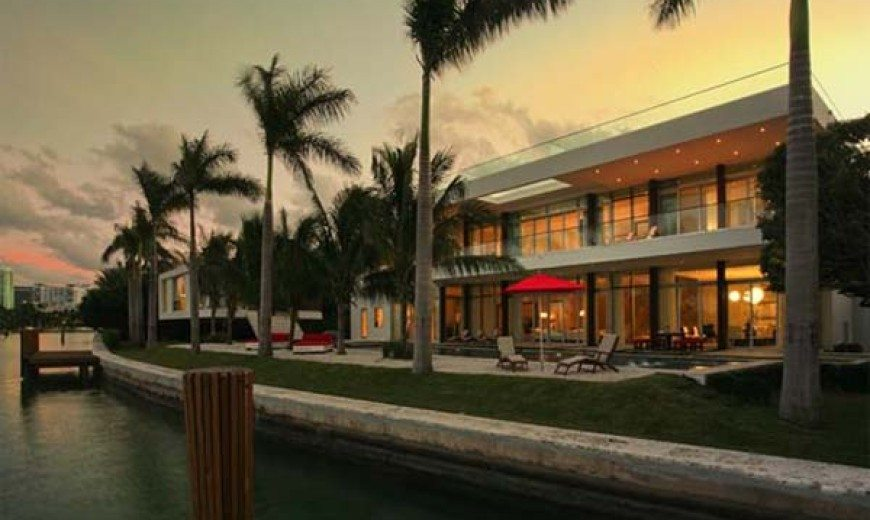Fascinating waterfront residence in Miami Beach, Florida