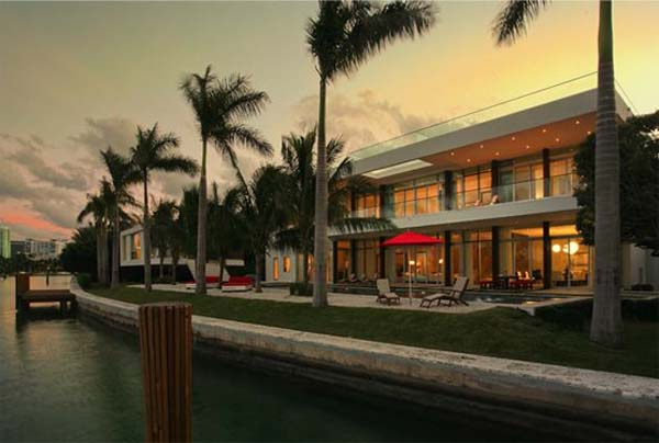 waterfront home in Miami Beach Fascinating waterfront residence in Miami Beach, Florida