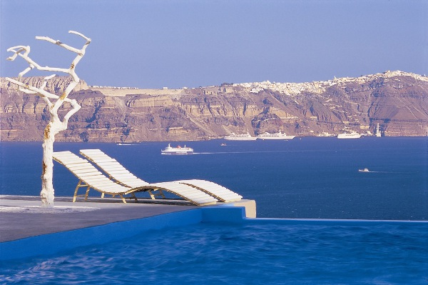 Astarte Suites Hotel Infinity pool Santorini Greece.jpg Santorini Astarte Suites: A Honeymooners Delight