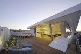 Extraordinary Bondi Rooftop Penthouse merges transparency and geometry