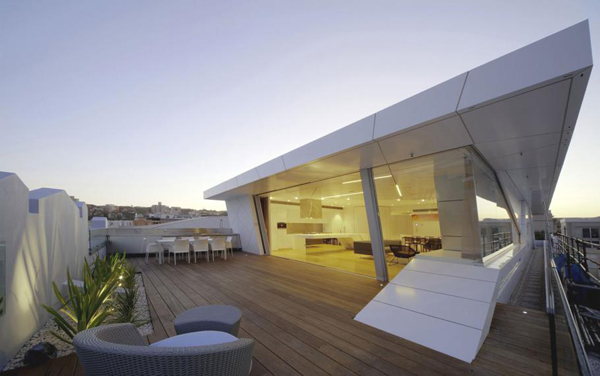 Bondi Rooftop Penthouse  Extraordinary Bondi Rooftop Penthouse merges transparency and geometry