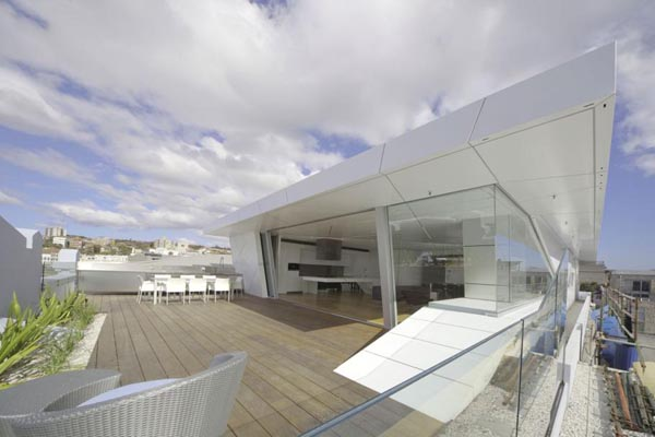 Bondi Rooftop Penthouse 2 Extraordinary Bondi Rooftop Penthouse merges transparency and geometry