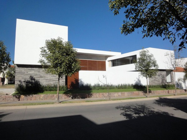 EV House by Ze Arquitectura 1