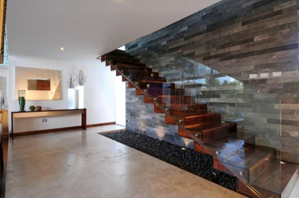 EV House by Ze Arquitectura 11