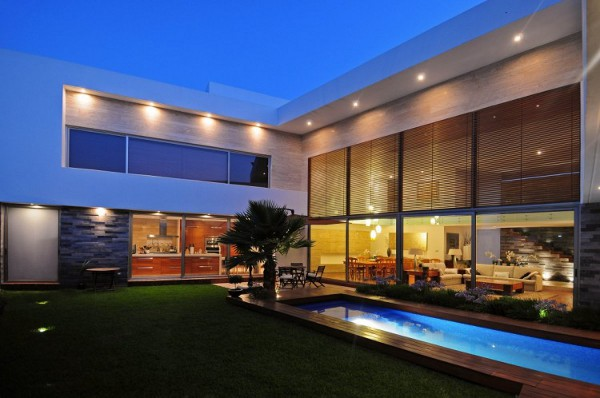 EV House by Ze Arquitectura 4