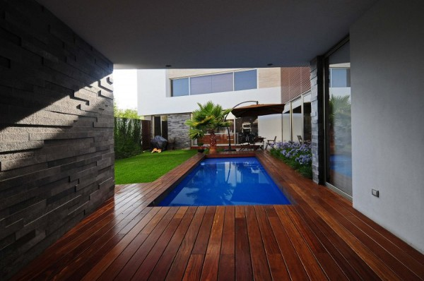 EV House by Ze Arquitectura 7