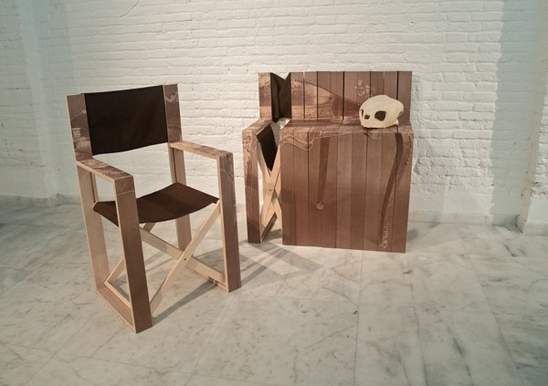 Exceptional Folding Chair Transforms Into a Side Table 1