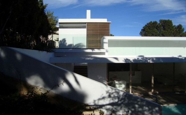 Impressive Modern Home in South Africa by Luis Mira Architects 8