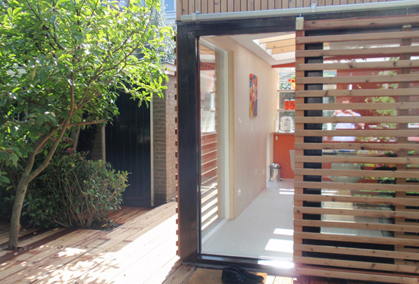 Office and Guest House in a Modern Garden Pavilion 4
