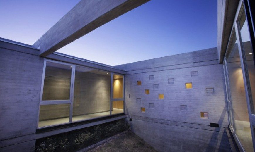 Sobrino House Combines Shelter, Contemplation and Work