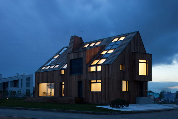The First Active House in Russia by Polygon Lab 23 Accommodating the Old and New