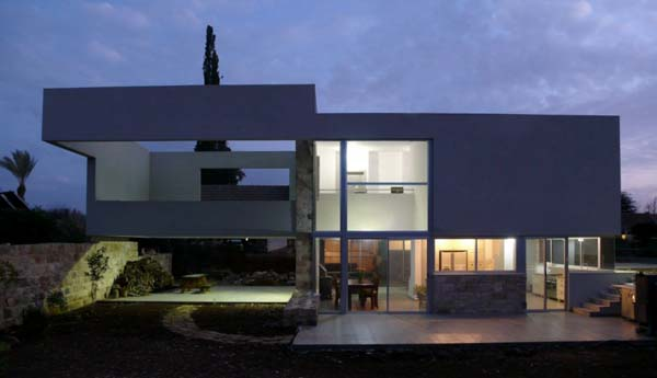 hotel villa Contemporary villa in Israel can be transformed into a boutique hotel