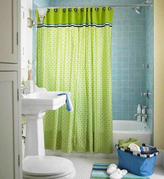 10 stylish colored bathrooms modern sleek combinations for Blue and green bathroom accessories