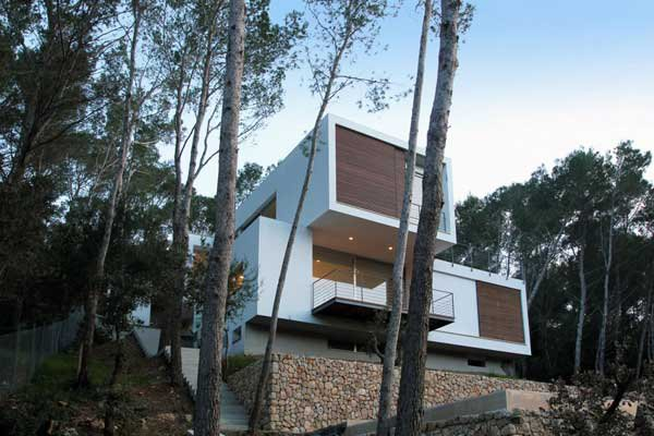 Mallorcan-Residence-Among-Robust-Pines-and-Holm-Oaks-1