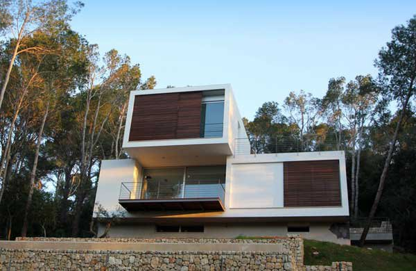 Mallorcan Residence Among Robust Pines and Holm Oaks 2 Casa Gotmar 138 Stands Elegant on a Sloped Landscape
