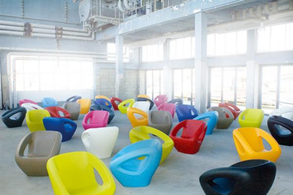 Modern Polyethylene Chairs by Lonc 1 Seaser Polyethylene Chairs by Lonc Exude Style