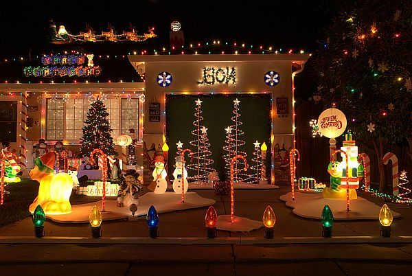 Outdoor christmas decoration ideas for Simple outside christmas lights ideas
