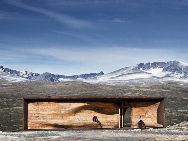 Pavilion-For-Reindeer-Spotting-2
