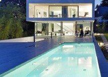 Elegantly displaying a minimalist design: Puristische Villa