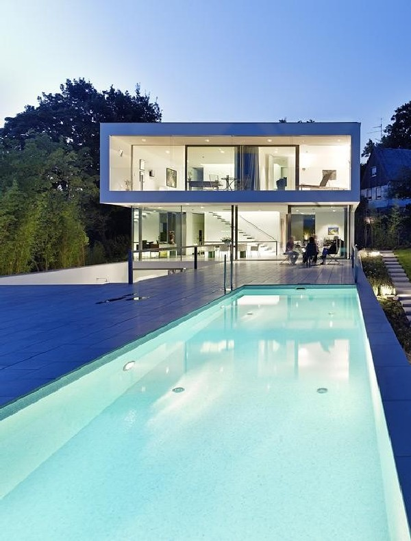 Elegantly Displaying A Minimalist Design Puristische Villa