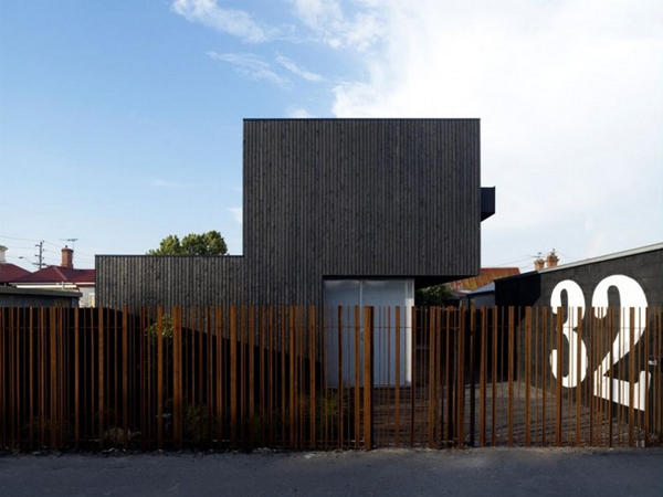 The Lily Street House Dark cladded facade sheltering bright interiors: Lily Street House