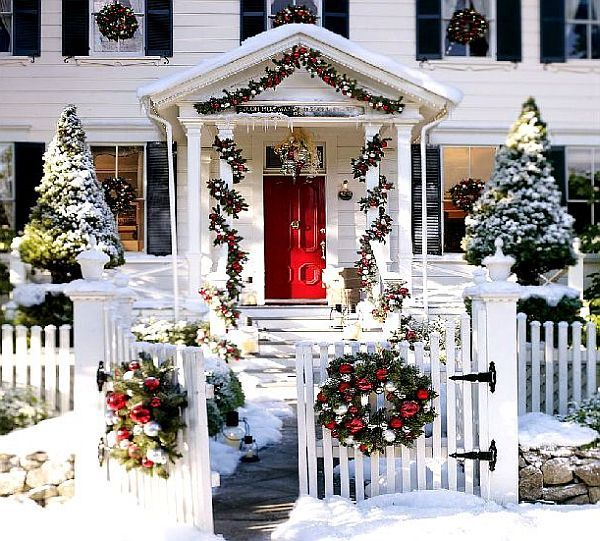 White Christmas House With Decorations Outdoor Christmas Decoration Ideas