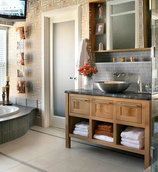gray cream bathroom1 10 Stylish Colored Bathrooms: Modern, Sleek Combinations