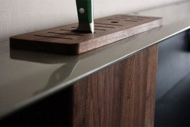 Backsplash Shelf With Integrated Knife Block Helps Spruce Up Kitchen Storage